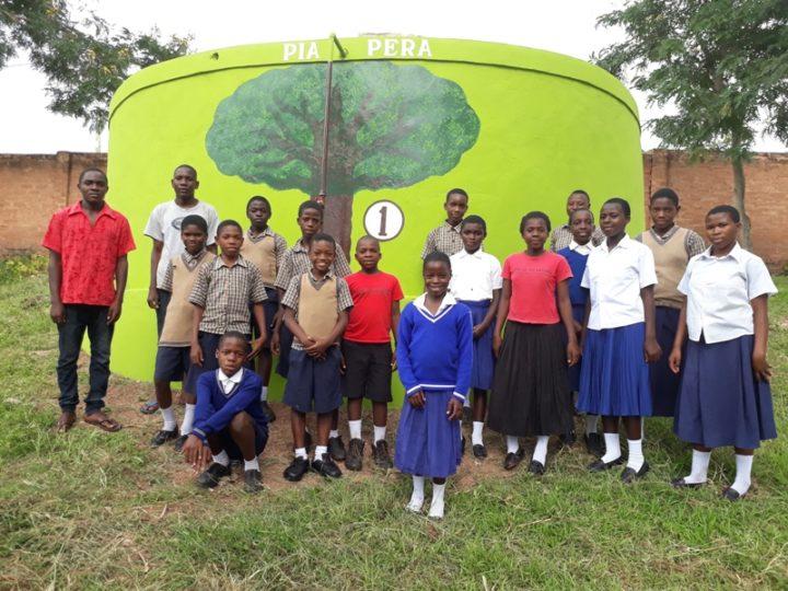 Sanganigwa: cisterna d'acqua dedicata a Pia Pera in piena funzione in vista della stagione secca