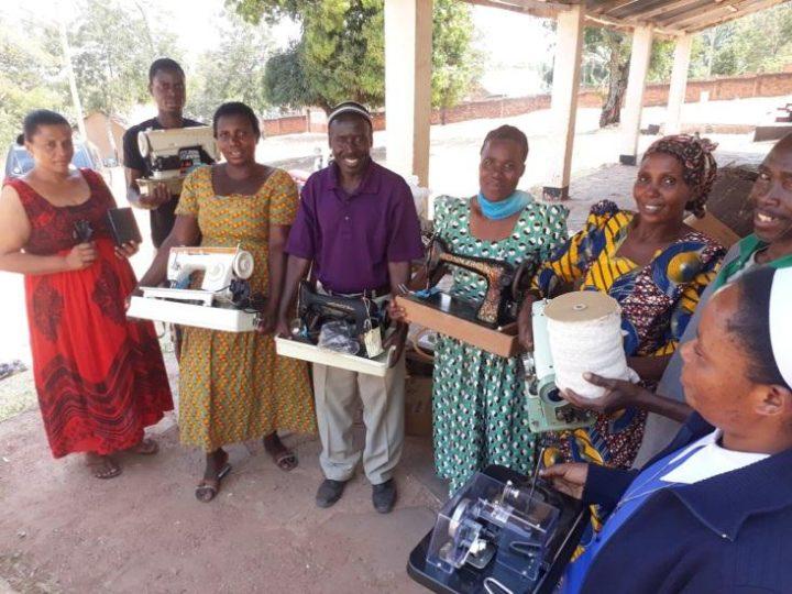 Nuove macchine da cucire per la Cooperativa di Sartoria di Sanganigwa