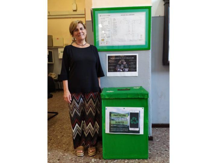Il Gruppo Ambiente del Liceo Mamiani per il riciclo dei cellulari
