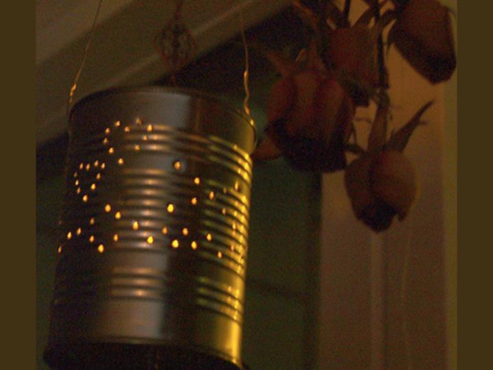 Per te un riciclo creativo: le lanterne con barattoli di latta