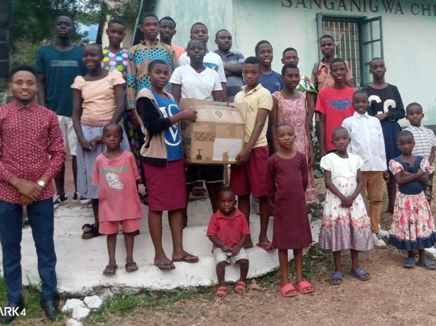 Grande festa: doni per i bimbi di Sanganigwa